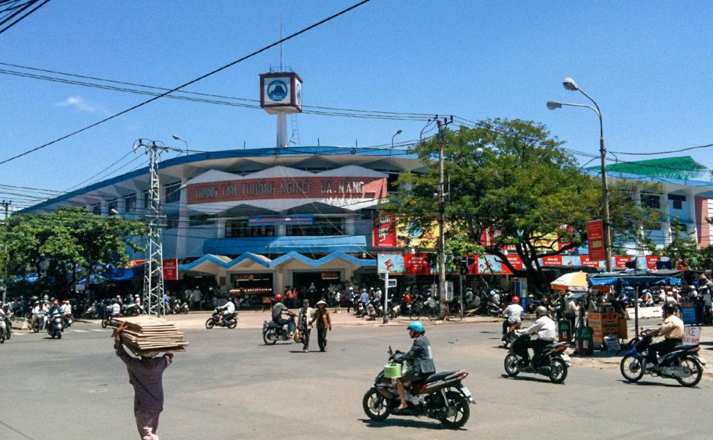 Уличное движение в Дананге