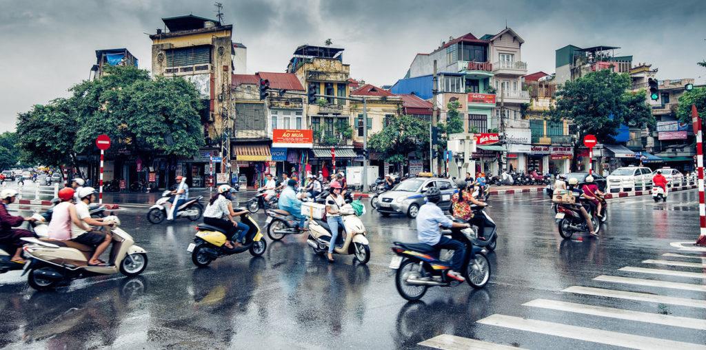 Уличное движение в Ханое